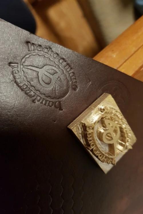 Leder- und Holzstempel